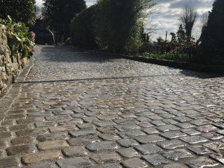Cobble Driveway Bath Strip Drain